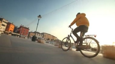 Man cycling on road — Stock Video