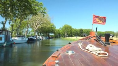 Travelling on a wooden boat — Stok video