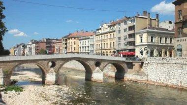 Bridge on Miljacka river in Sarajevo — Stock Video