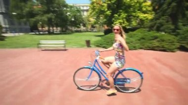 Woman cycling on old bike — Stock Video