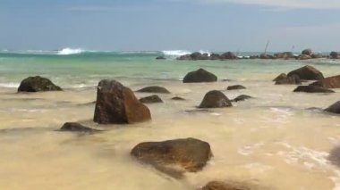 Big rocks on beautiful sandy beach in Sri Lanka — Stock Video