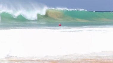 Surfer ducking wave — Stock Video