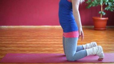 Woman doing yoga — Vídeo de Stock
