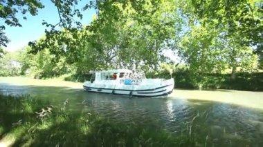 Passengers on boat in summer — Stockvideo