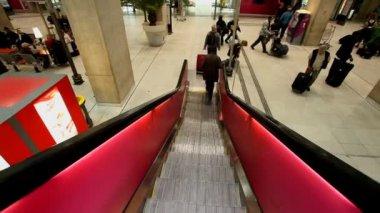 Escalator descending to trains — Stock Video