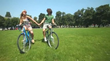 Couple enjoying cycling through park — Video Stock