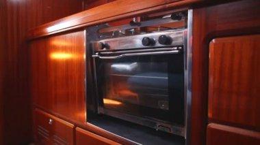 Pendular oven in sailboat — Стоковое видео