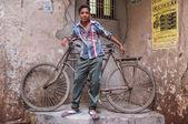 インド人と自転車 — ストック写真