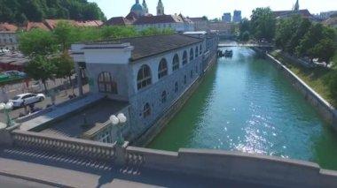Ljubljanica river and city of Ljubljana — Stock Video