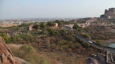 Mehrangarh fort, with roadside — Stock Video