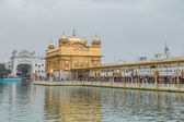 Pilgrims at Golden Temple — Stock Photo
