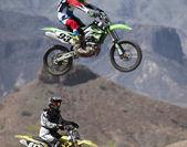 A Pair of Motocross Racers Practice at SARA Park — Foto de Stock