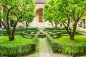 Garden inside of church Santa Maria delle Grazie, Milan — Stock Photo