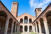 Basilica of Saint Ambrose (Sant'Ambrogio) in Milan — Stock Photo