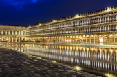 San Marco square with reflection on water at night, Venice — Stock Photo