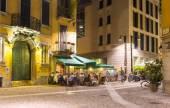 Stará ulice v Miláně v noci — Stock fotografie