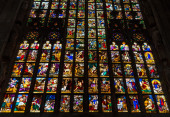Colorful stained-glass windows in Duomo (Cathedral) in Milan. — Stock Photo