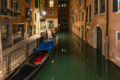 Night view of canal in Venice — Stock Photo