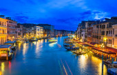 Night view of Grand Canal with gondolas in Venice — Photo
