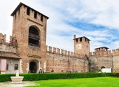 Castelvecchio with clock tower in Verona — Stock Photo