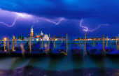 Thunderstorm with lightning in the sky on the Grand Canal — Stock Photo