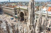 View of Vittorio Emanuele II Gallery and piazza del Duomo in Milan — Stock Photo