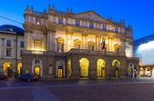 Teatro alla Scala (Theatre La Scala) at night in Milan — Stock Photo