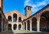 Basilica of Saint Ambrose (Sant'Ambrogio) in Milan — Foto de Stock