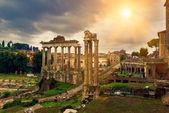 Saturnův chrám a forum romanum v Římě — Stock fotografie