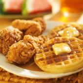 Fried chicken and waffles — Stock Photo