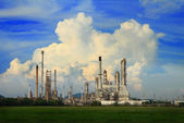 Petrochemical oil refinery with cloud and blue sky. — Stock Photo