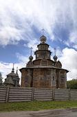 Church of the Resurrection (Voskresenskaya) and Holy Transfiguration (Preobrazenskaya) Church. Museum of wooden architecture. Suzdal, Golden Ring of Russia. — Foto Stock