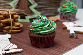 Christmas Treats. Cakes, cupcakes, confection. Light background — Stock Photo