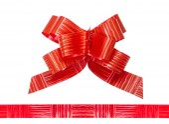 Fita de cetim vermelha brilhante sobre fundo branco — Fotografia Stock