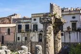 Ruins of the ancient greek doric temple of Apollo in Siracusa — Stock Photo
