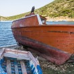 Abandoned Fishing Trawler on beach, Alonissos, Greece — Stock Photo #76520223