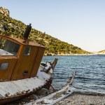 Abandoned Fishing Trawler on beach, Alonissos, Greece — Stock Photo #76525957