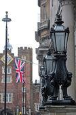 Laterns on London street — Stock Photo