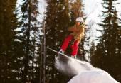 Snowboarder springen — Stockfoto
