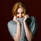 Portrait of blond winter beauty in light gray sweater — Foto Stock