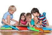 Niños con libros — Foto de Stock