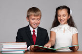 Boy and girl at the desk with books — Foto Stock