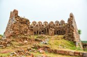 Ruins of Watch Tower at Tughlaqabad fort — Stock Photo