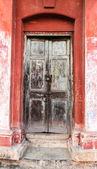 Decrepit door in an old house — Stock Photo