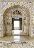Decorated marble wall and door at Agra Fort Palace — Stock Photo