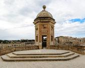 Watchtower in Senglea, Malta. Garden view — Stock Photo