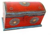 Vintage wooden casket from India — Stock Photo