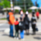 Mensen lopen in de stad — Stockfoto