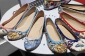 Womens summer shoes on round shelf — Stok fotoğraf