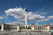 BUDAPEST - CIRCA JULY 2014 : Monument at Heroes Square circa Jul — Stock Photo